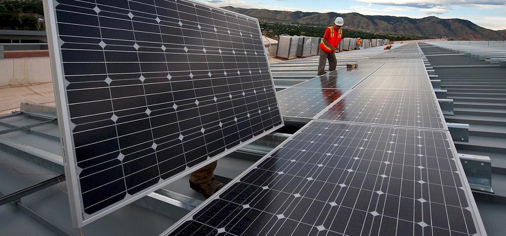 Madrid baja impuestos a las empresas que instalen paneles solares para autoconsumo